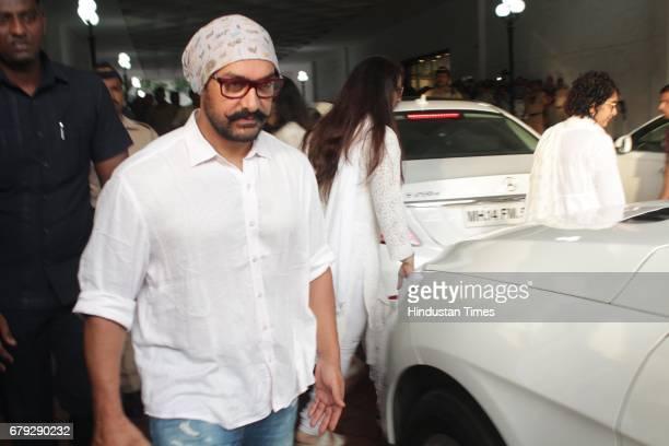 Bollywood actor Aamir Khan during the prayer meeting organised for the late Bollywood veteran Vinod Khanna at Worli on May 3 in New Delhi India Vinod...