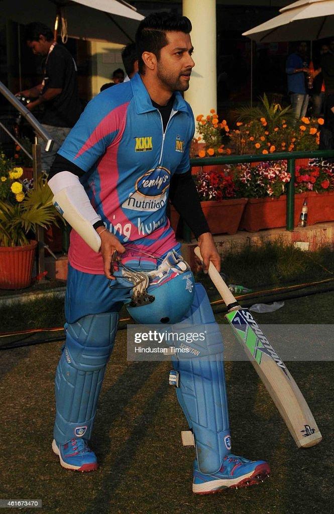 Bollywood actor Aftab Shivdasani, player of Mumbai Heros in action against Kerala Striker during the Celebrity Cricket League (CCL) season 3 at JCA International Cricket Stadium on January 17, 2015 in Ranchi, India.
