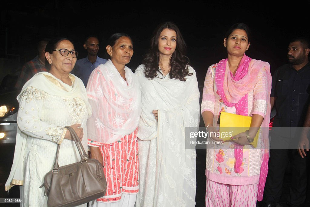 Bollywood actor Aishwarya Rai Bachchan with Sarabjit Singh`s sister Dalbir Kaur daughter Poonam Kaur and wife Sukhpreet Kaur pay homage during the...