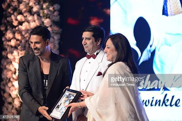 Bollywood actor Akshay Kumar receiving India's most stylish couple award during the Hindustan Times Delhis Most Stylish 2015 award function on May 2...