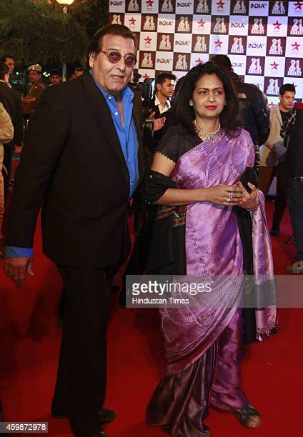 Bollywood actor and BJP MP Vinod Khanna with wife Kavita on red carpet during the function to celebrate 21 years of popular TV show 'Aap ki Adalat'...