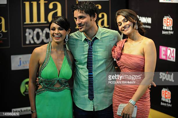 Bollywood actor Jaideep Ahlawat poses with Bollywood actresses Pooja Kumar and Andrea Jeremiah on the green carpet for the International Indian Film...