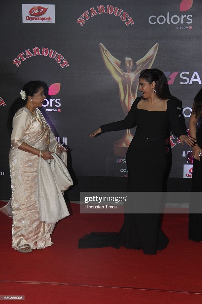 Bollywood actor Kajol Devgan along with veteran singer Asha Bhosle poses for shutterbugs during the Sansui Colors Stardust Awards 2016 on December 19.