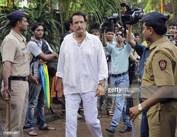 Bollywood actor Kiran Kumar arrives to pay his last respects to Bollywood actor Pran during the cremation at Shivaji Park Crematorium Dadar on July...