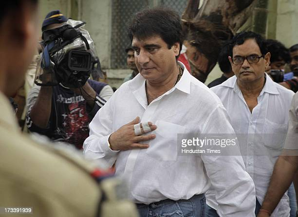 Bollywood actor Raj Babbar arrives to pay his last respects to Bollywood actor Pran during the cremation at Shivaji Park Crematorium Dadar on July 13...