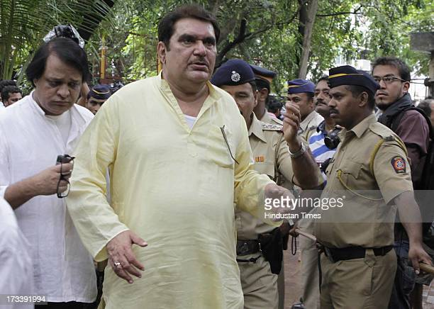 Bollywood actor Raza Murad arrives to pay his last respects to Bollywood actor Pran during the cremation at Shivaji Park Crematorium Dadar on July 13...