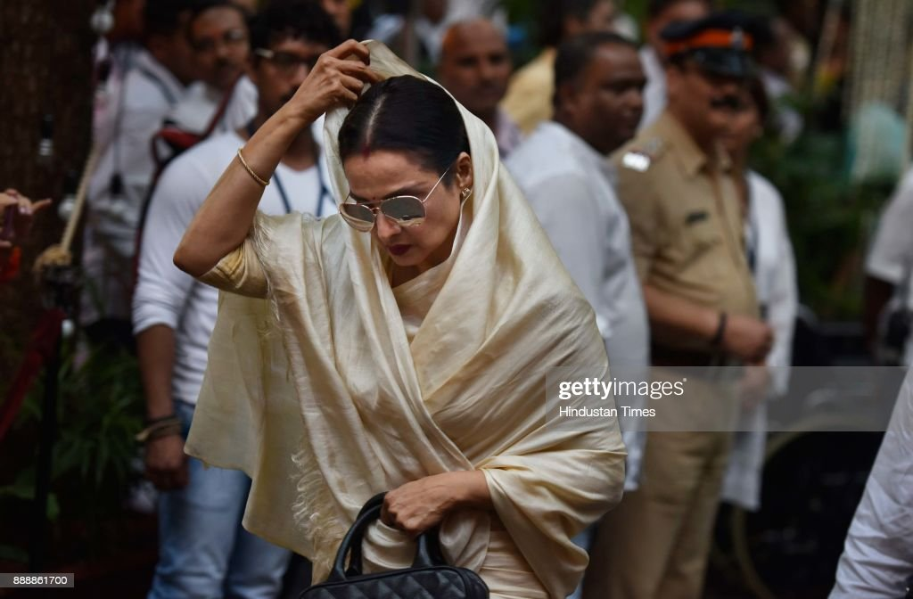 Bollywood actor Rekha during a condolence meeting of late actor Shashi Kapoor at Prithvi Theatre Juhu on December 7 2017 in Mumbai India Shashi...