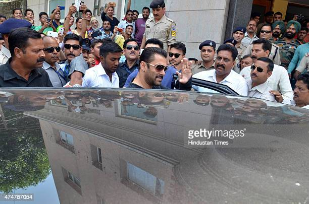Bollywood actor Salman Khan accepting fans wishes when he was leaving farm house of Sukh Ram at Surth on May 26 2015 in Mandi India Salman and his...