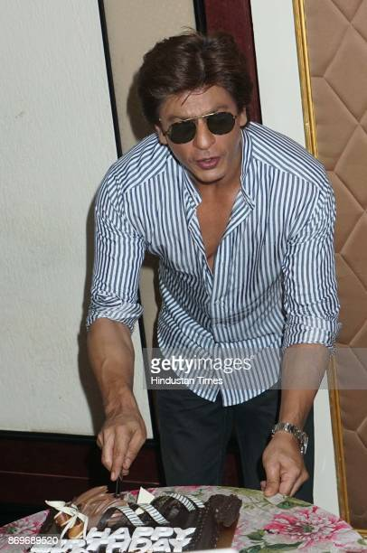 Bollywood actor Shah Rukh Khan celebrates his 52nd birthday at Mannat Bandstand on November 2 2017 in Mumbai India Shah Rukh met the media cut cake...