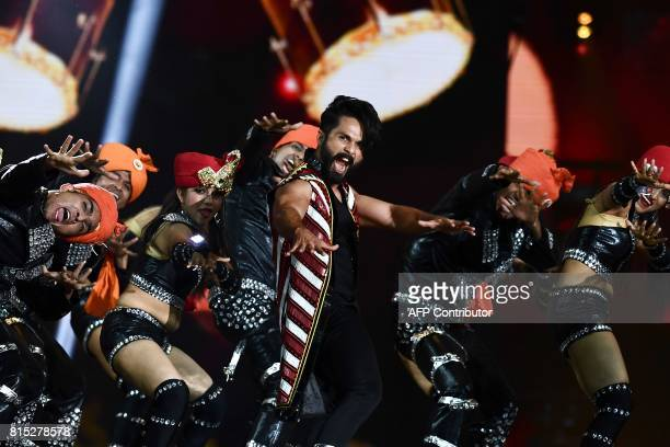 Bollywood actor Shahid Kapoor performs on stage during 18th International Indian Film Academy Festival at the MetLife Stadium in East Rutherford New...
