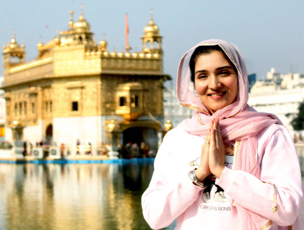 IND: Bollywood Actor Tina Ahuja Pays Obeisance At The Golden Temple