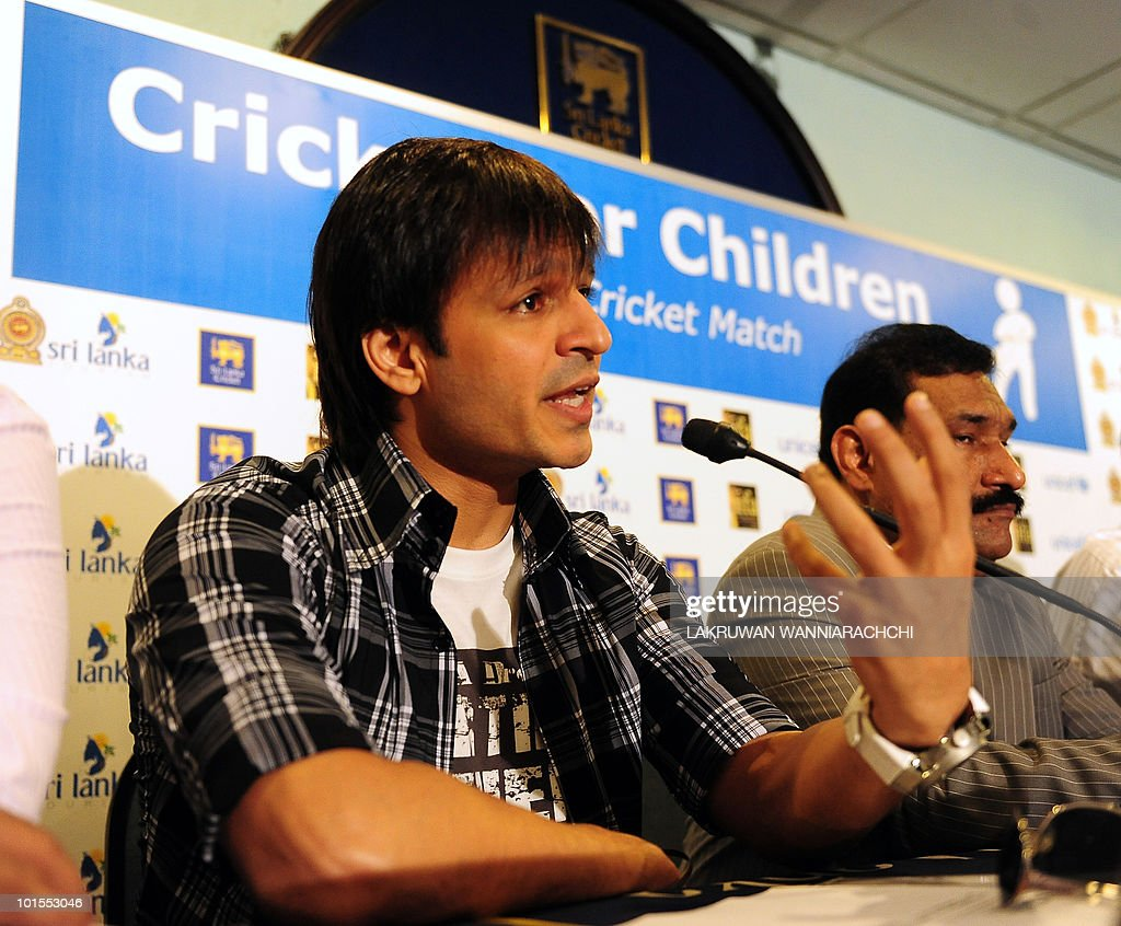 Bollywood actor Vivek Oberoi (C) and The International Indian Film Academy (IIFA) director Sabbas Joseph (R) attend a press conference for the International Indian Film Academy (IIFA) foundation celebrity cricket match in Colombo on June 2, 2010. Bollywood goes to Sri Lanka later this week for its glitzy annual awards ceremony, but the decision to hold the event in the capital Colombo has sparked a backlash from minority Tamils in India. AFP PHOTO/ Lakruwan WANNIARACHCHI.