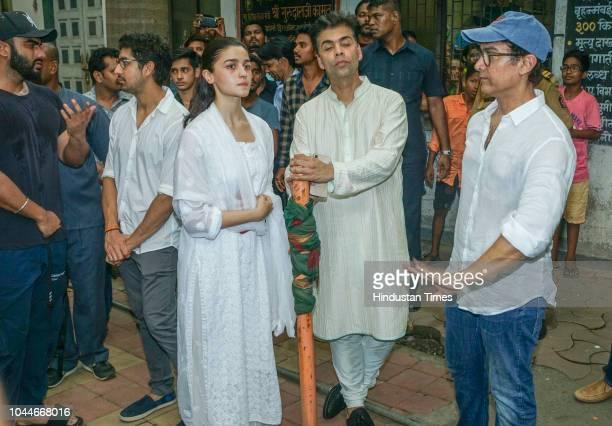 Bollywood actors Aamir Khan and Alia Bhatt with filmmaker Karan Johar during Krishna Raj Kapoor's funeral at Chembur on October 1 2018 in Mumbai India