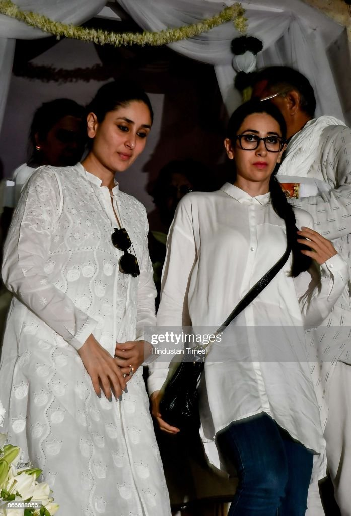 Bollywood actors Kareena Kapoor and Karisma Kapoor during the prayer meeting in loving memory of Ram Mukherjee at ISCON Juhu on October 25 2017 in...