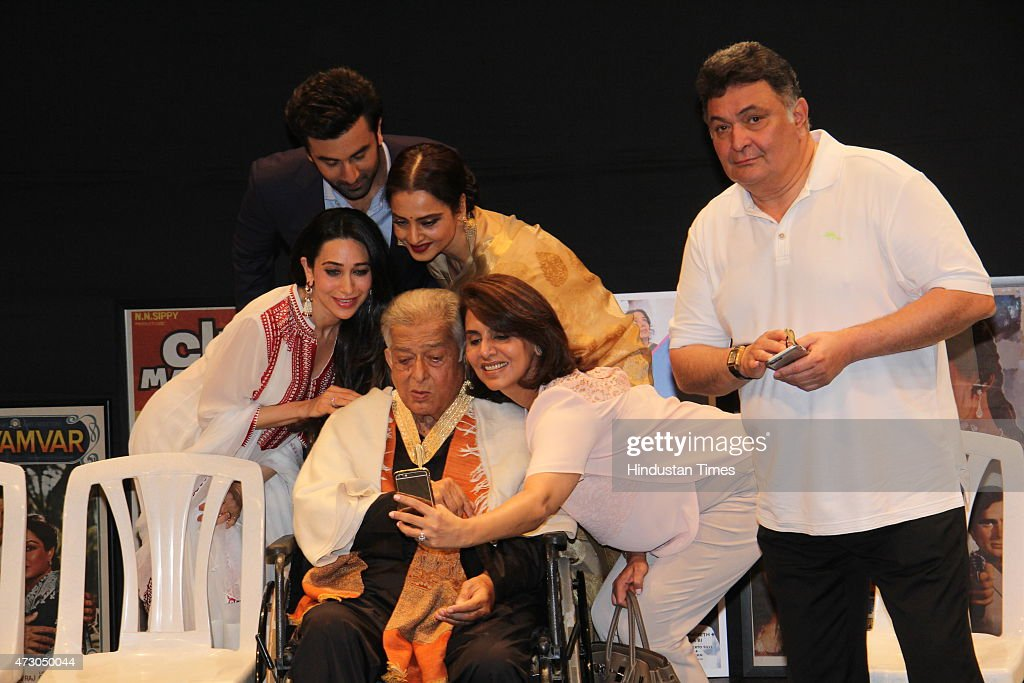 Bollywood actors Karisma Kapoor Ranbir Kapoor Rekha Neetu Singh Kapoor and Rishi Kapoor click selfie with the veteran actor Shashi Kapoor after he...
