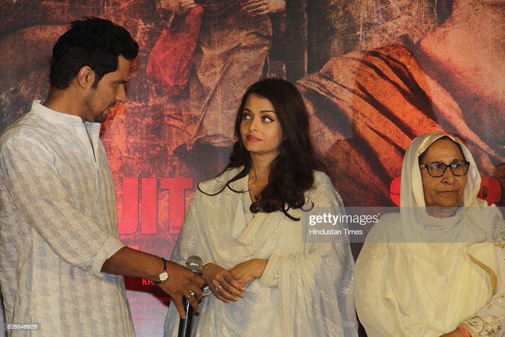 Bollywood actors Randeep Hooda Aishwarya Rai Bachchan with Sarabjit Singh`s sister Dalbir Kaur pay homage during the 3rd death anniversary of...