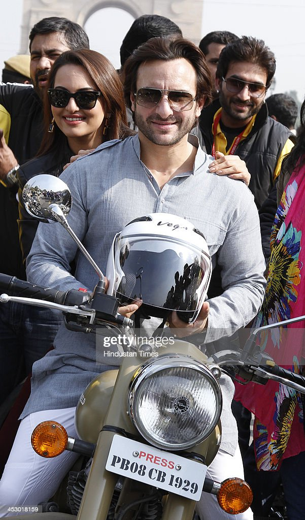 Bollywood actors Saif Ali Khan and Sonakshi Sinha during the Road Safety campaign organized by Delhi Traffic Police at India Gate on November 28 2013.