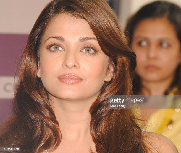 Bollywood actress Aishwarya Rai Bachchan arrives to unveil Pritish Nandy�s book of poems 'Again' in Mumbai on May 27 2010