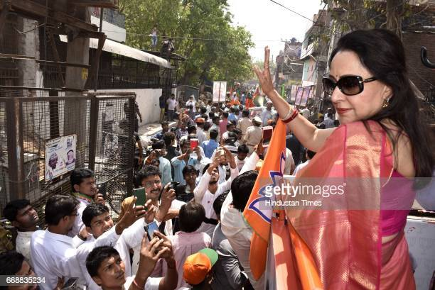 Bollywood actress and MP Hema Malini during the campaign for MCD Elections 2017 at Lal Bagh GT Road on April 15 2017 in New Delhi India