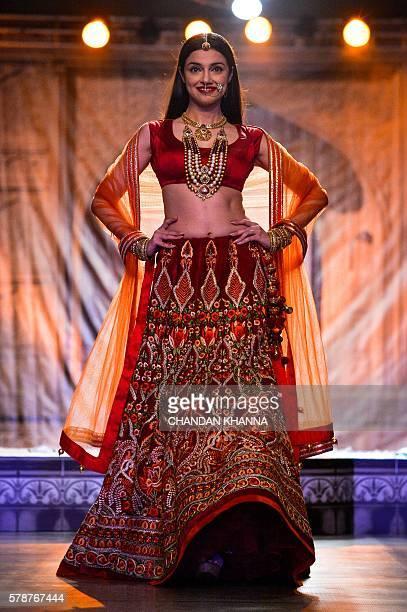 Bollywood actress Divya Khosla Kumar showcases a creation by Indian designer Reynu Taandon in New Delhi on July 22 2016 / AFP / CHANDAN KHANNA