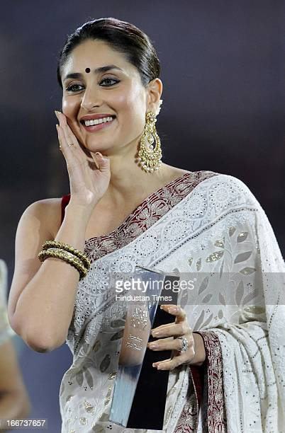 Bollywood actress Kareena Kapoor with the 'Entertainer of the Decade' award trophy during the NDTV 'Indian of the Year' Awards on April 15 2013 in...