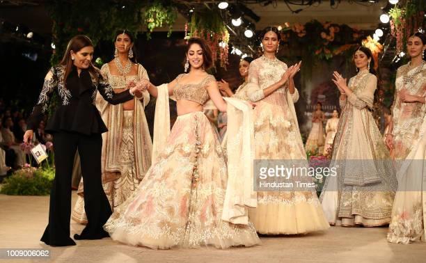 Bollywood actress Yami Gautam walks the ramp for fashion designer Reynu Taandon on Day 5 of the Hindustan Times and Sunil Sethi Design Alliance...