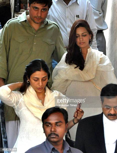 Bollywood actresses Sonali Bendre and Tabu appear before Jodhpur court in black buck poaching case on December 2 2013 in Jodhpur India Film actor...