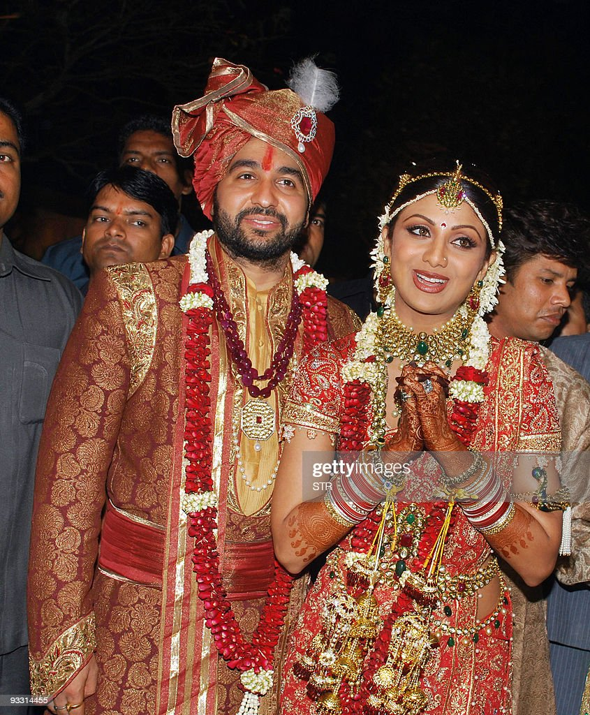 Bollywood Film Actress Shilpa Shetty R And London Based Businessman Raj Kundra Pose For