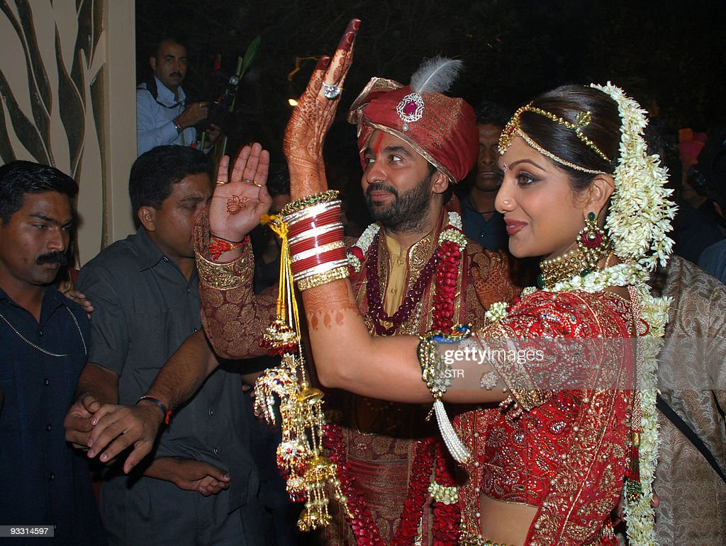 Bollywood Film Actress Shilpa Shetty R And London Based Businessman Raj Kundra Wave As