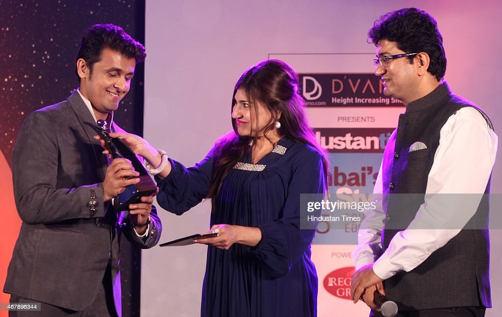 Bollywood playback singers Sonu Nigam, Alka Yagnik and Screenwriter Prasoon Joshi during the Hindustan Times Mumbai's Most Stylish Awards 2015 at JW Mariott Hotel, Juhu on March 26, 2015 in Mumbai, India.