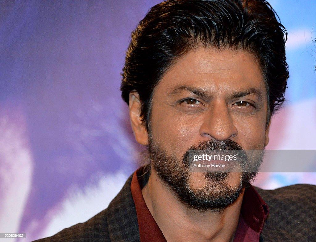 Bollywood Star Shah Rukh Khan Meets His Wax Figure : News Photo