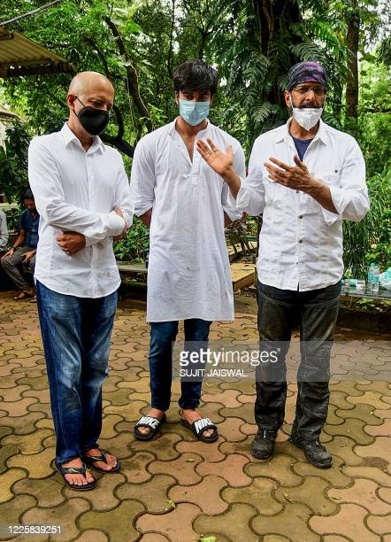 Bollywood writer and film director Naved Jaffrey actor Javed Jaffrey and his son Meezaan Jaffrey attend the funeral of their father and grandfather...
