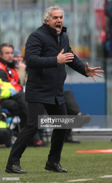 Bologna FC coach Roberto Donadoni shouts to his players during the serie A match between FC Internazionale and Bologna FC at Stadio Giuseppe Meazza...