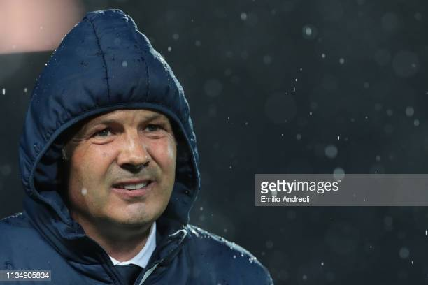 Bologna FC coach Sinisa Mihajlovic looks on during the Serie A match between Atalanta BC and Bologna FC at Stadio Atleti Azzurri d'Italia on April 4...