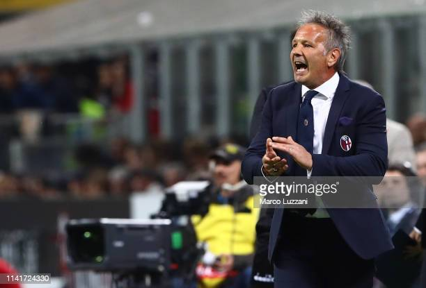 Bologna FC coach Sinisa Mihajlovic shouts to his players during the Serie A match between AC Milan and Bologna FC at Stadio Giuseppe Meazza on May 6...