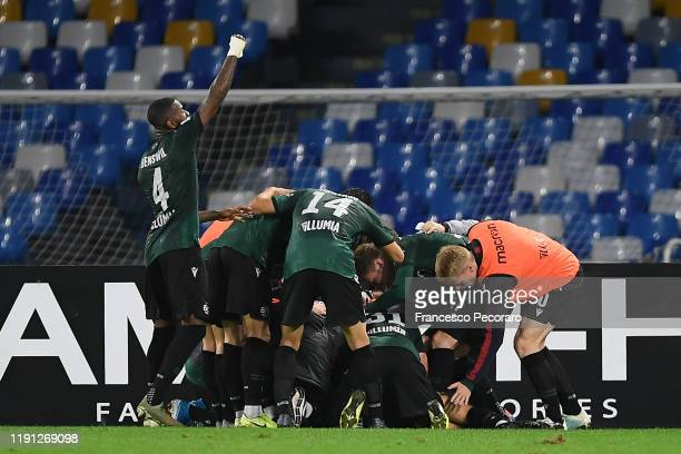 Bologna FC players celebrate the 12 goal scored by Nicola Sansone during the Serie A match between SSC Napoli and Bologna FC at Stadio San Paolo on...