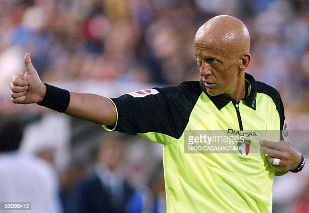 Italian referee Pierluigi Collina thumbs up during the football match Bologna vs Parma in the second leg of their Serie A relegation playoff in...