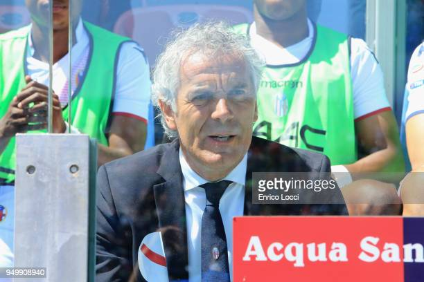 Bologna's coachh Roberto Donadoni looks on during the serie A match between Cagliari Calcio and Bologna FC at Stadio Sant'Elia on April 22 2018 in...