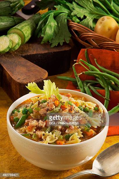 Bolognese vegetable minestra with green beans and zucchini