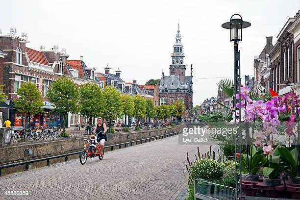 bolsward in friesland - friesland noord holland stockfoto's en -beelden