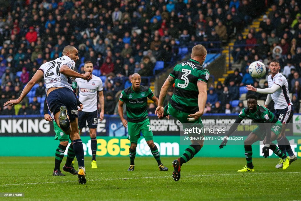 Bolton Wanderers' Darren Pratley scores his side's first goal during the Sky Bet Championship match between Bolton Wanderers and Queens Park Rangers at Macron Stadium on October 21, 2017 in Bolton, England.