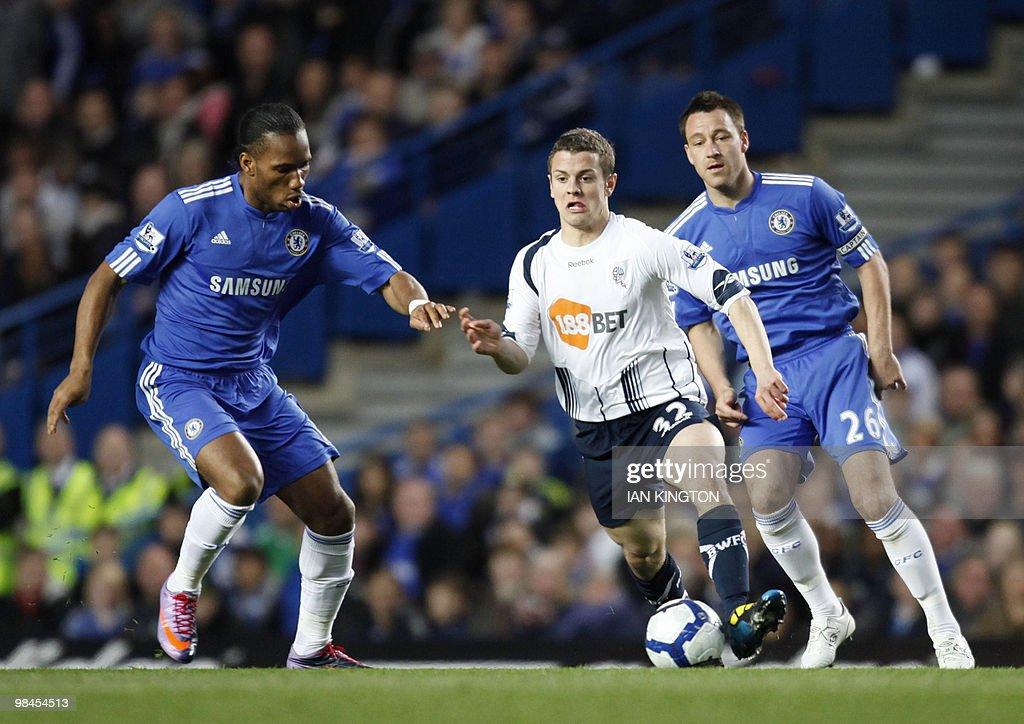 Bolton Wanderers Jack Wilshere (C) runs : News Photo