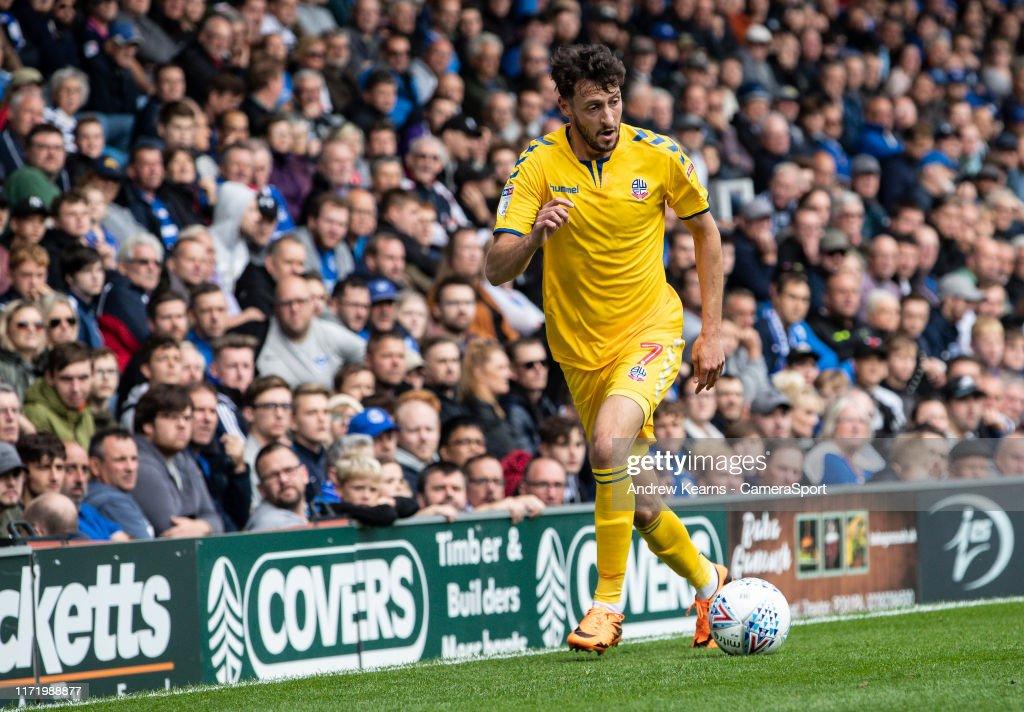 Portsmouth v Bolton Wanderers - Sky Bet League One : Photo d'actualité