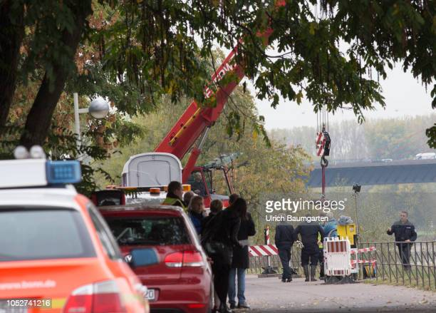 Bomb disposial team NRW in Bonn on in action Due to low water of the Rhine more and more ammunition from World War II is found The photo shows a...