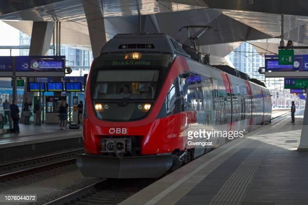 Bombardier talang i Wien Hbf tågstationen