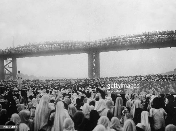 Bombay India 6th May Mahtama Gandhi's secretary addressing a mass meeting to a huge crowd of 100000 men and woman at Bombay when a motion was passed...