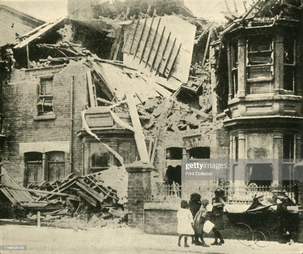 Bomb-Damaged Houses : News Photo
