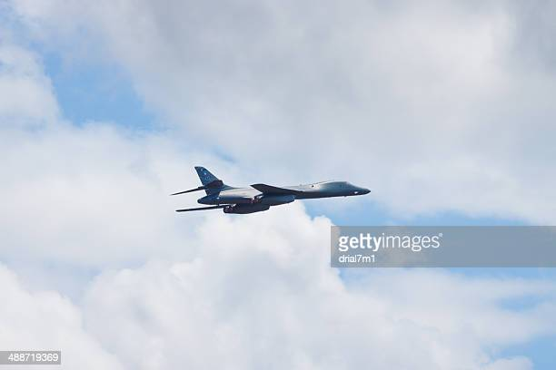 b-1b bomber in flight - northrop stock pictures, royalty-free photos & images