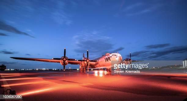 b-29 爆撃機 - b 29機 ストックフォトと画像