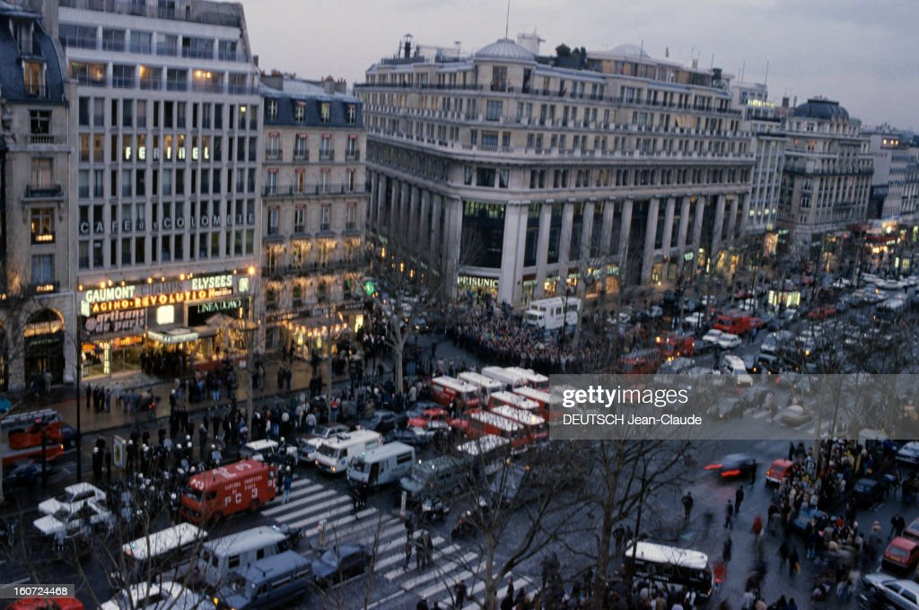 Bombing Attack In Point Show Gallery On The Champs-elysees : News Photo